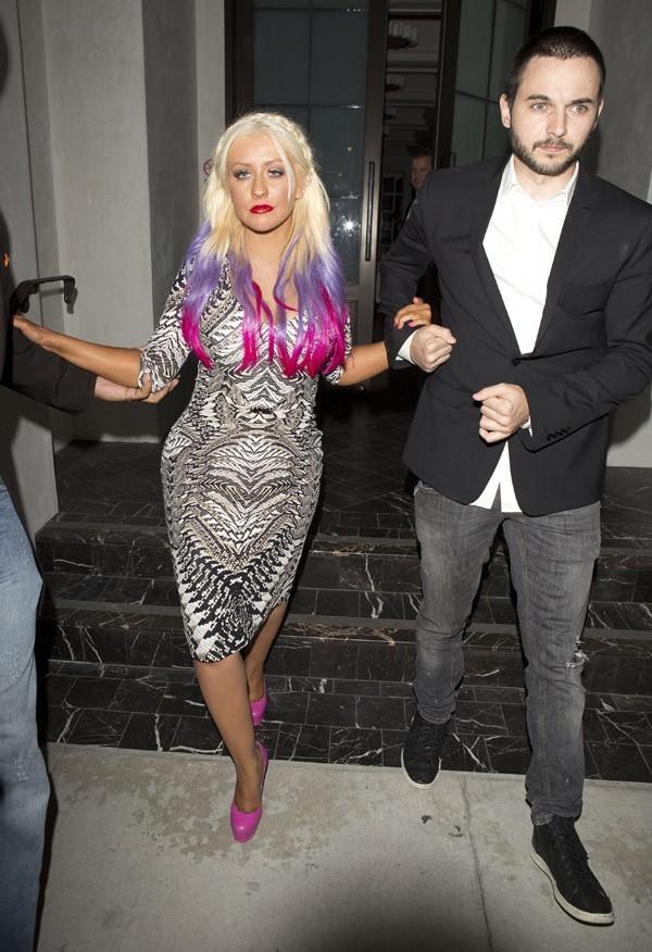Christina Aguilera à la sortie d'un restaurant de Beverly Hills le 28 septembre 2012