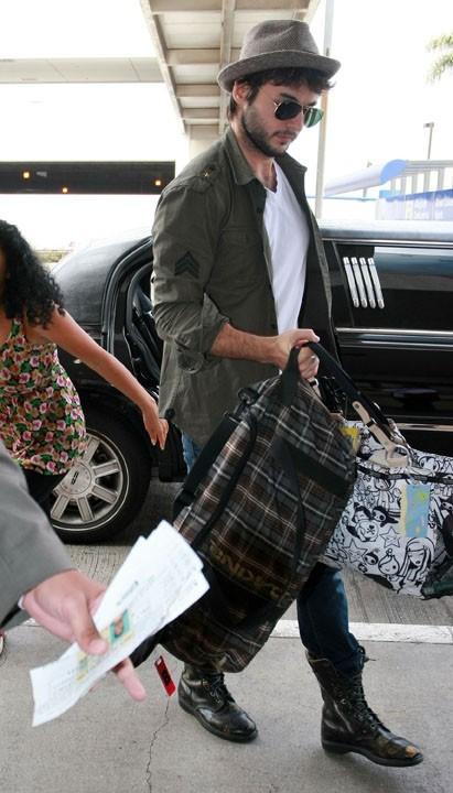 Matthew Rutler à l'aéroport de Los Angeles, le 23 août 2011.
