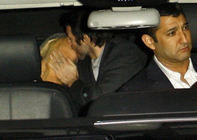 Regardez la tête du chauffeur !