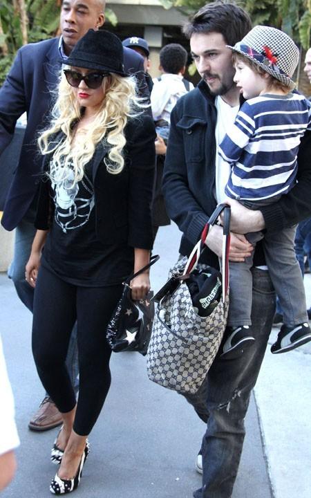 Christina Aguilera arrive au Staples Center en famille