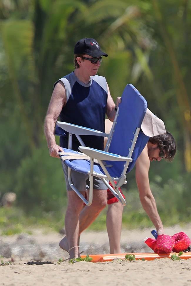 Chuck Norris en vacances à Hawaï le 14 mars 2013