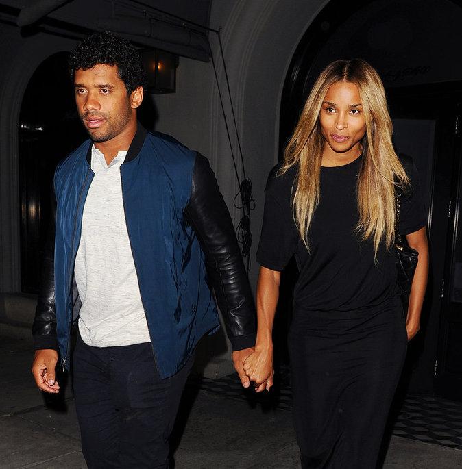 Ciara s'affiche stylée et sans make-up pour une soirée romantique avec Russell Wilson