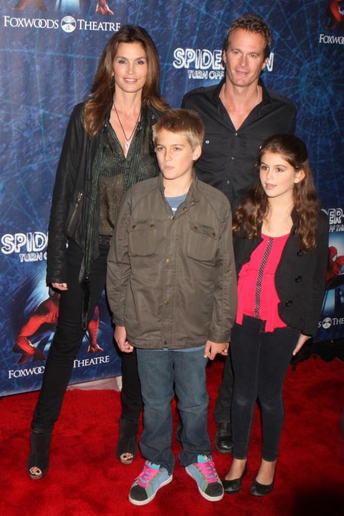 Cindy Crawford en famille à New York pour la première de la comédie musicale Spiderman, le 14 juin 2011.