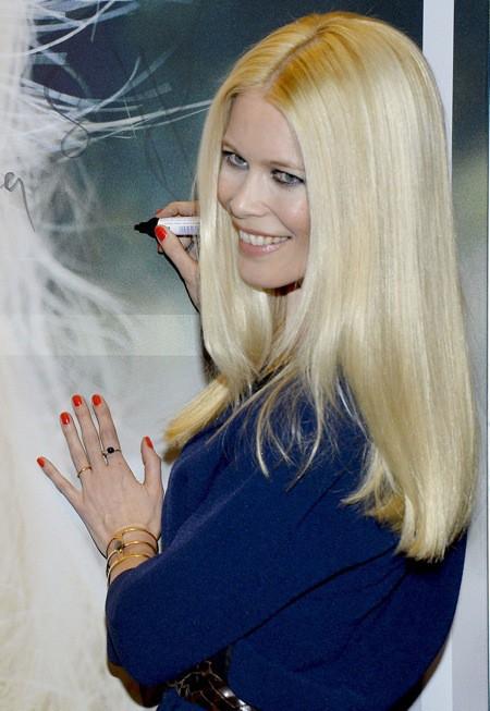 Photos : Claudia Schiffer : toujours aussi canon à la quarantaine !