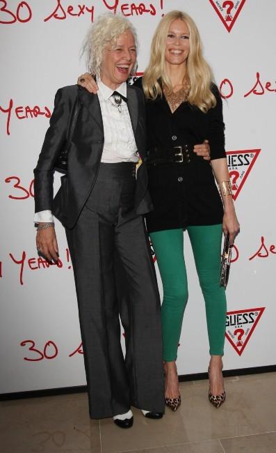 Claudia Schiffer et Ellen Von Unwerth lors des 30 ans de la marque Guess à Paris, le 3 mai 2012.