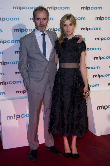 Clémence Poésy et Stephen Dillane lors du MIPCOM TV and entertainment Market à Cannes, le 7 octobre 2013.