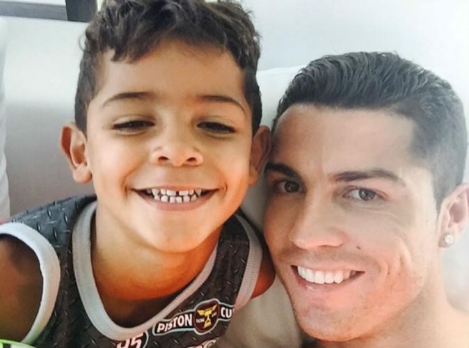 Cristiano Ronaldo : au calme avec son fils avant la reprise !