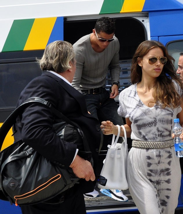 Irina accompagne Cristiano pour son voyage en Turquie !