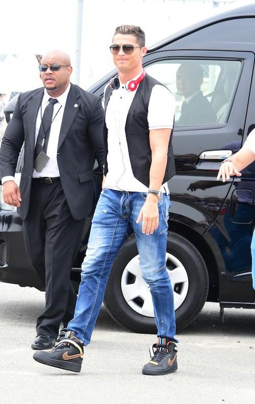 Photos : Cristiano Ronaldo : pendant qu'Irina Shayk a repris le boulot à LA, il s'envole au Japon !