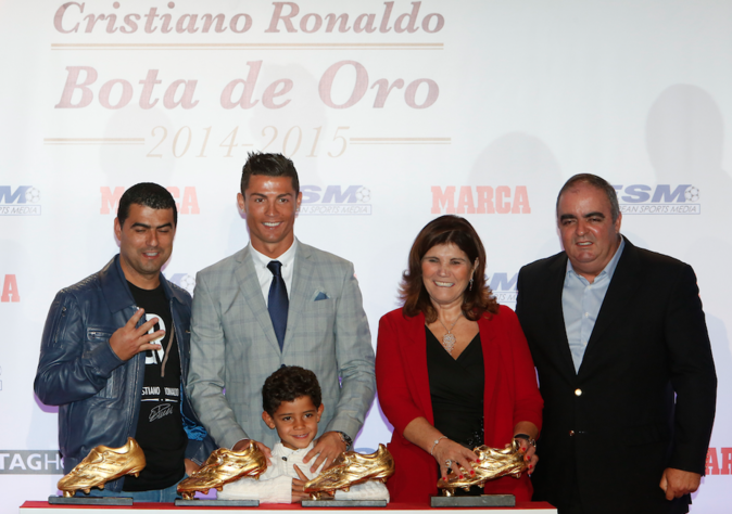 Photos : Cristiano Ronaldo : sa collection de Souliers d'or s'agrandit !