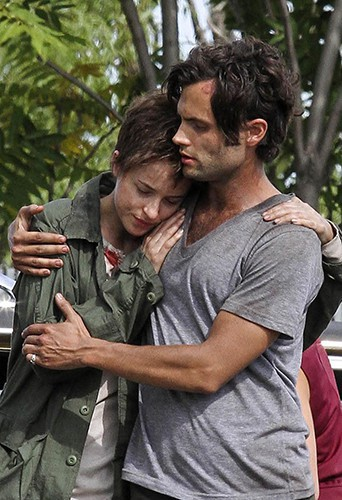 Dakota Johnson et Penn Badgley à New-York le 9 septembre 2013