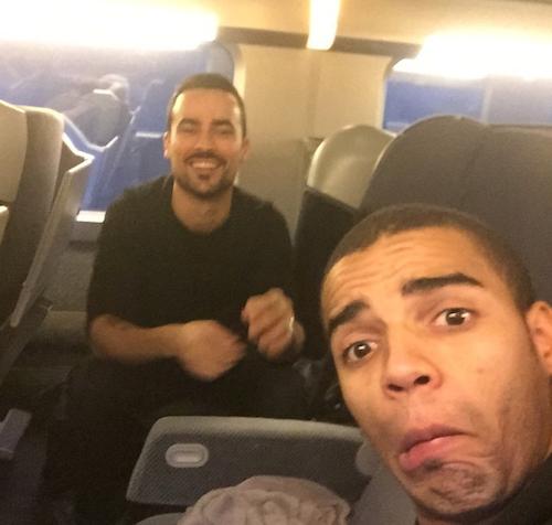 Brahim Zaibat et Damien Sargue dans le train