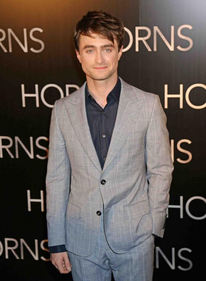 Daniel Radcliffe : décontracté chez NRJ, très classe sur le tapis rouge parisien !