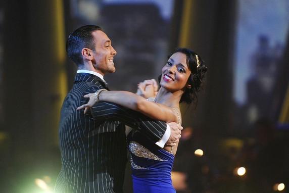 """Shy'm et Maxime Demeyrez en pleine performance lors de l'émission """"Danse avec les stars"""" saison 2 !"""