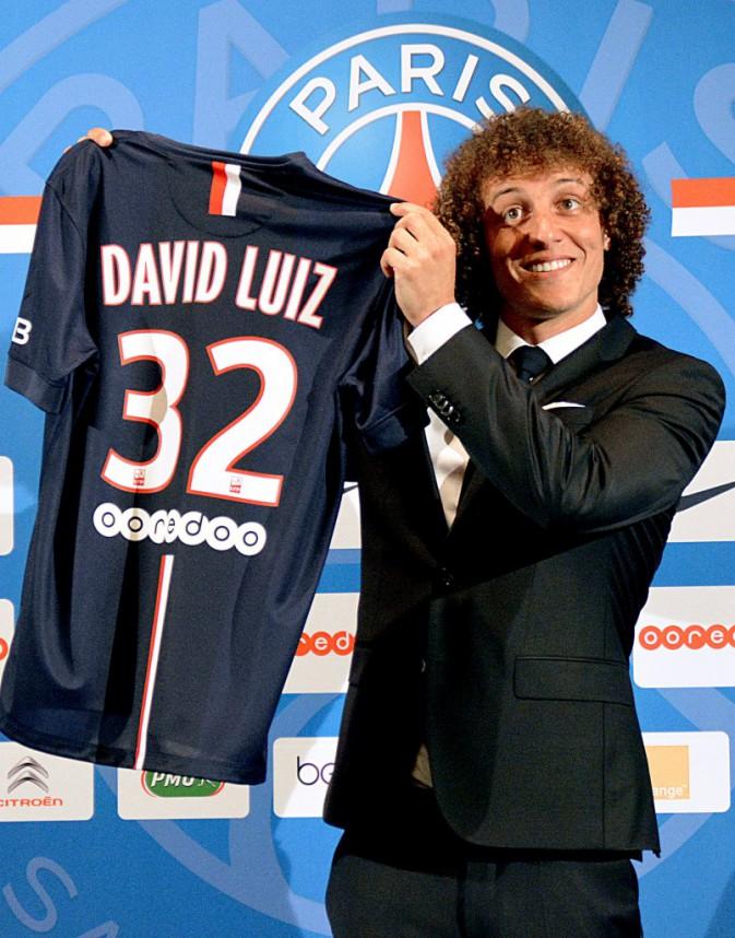 Le footballeur brésilien David Luiz a fait officiellement ses présentations en tant que nouvelle recrue du PSG, le 7 août à Paris