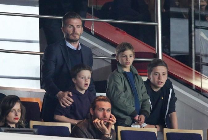 David Beckham avec ses trois fils au Parc des Princes, à Paris, le 5 mai 2013