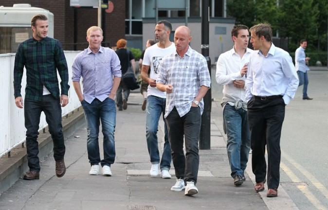 David Beckham avec ses anciens co-équipiers de Manchester United à Manchester le 8 juillet 2013