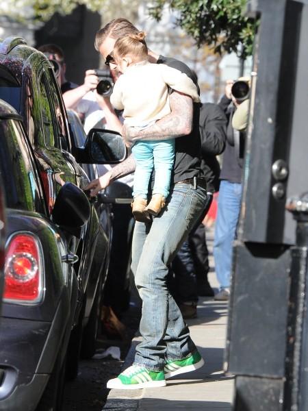David Beckham et sa fille Harper à Londres, le 30 avril 2013.