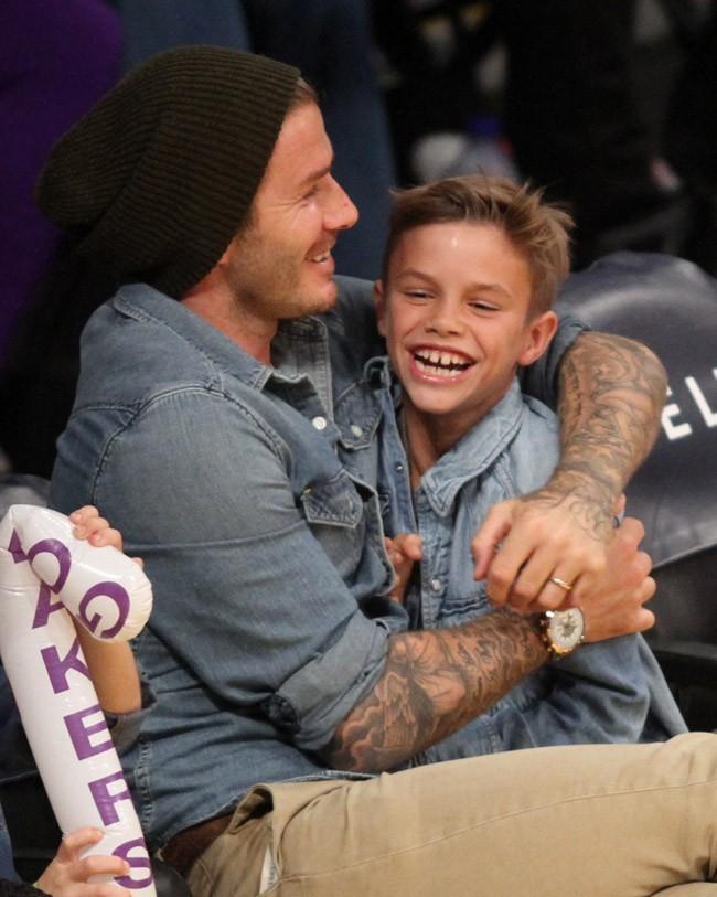 David Beckham et ses trois fils au Staples Center de Los Angeles le 17 novembre 2012