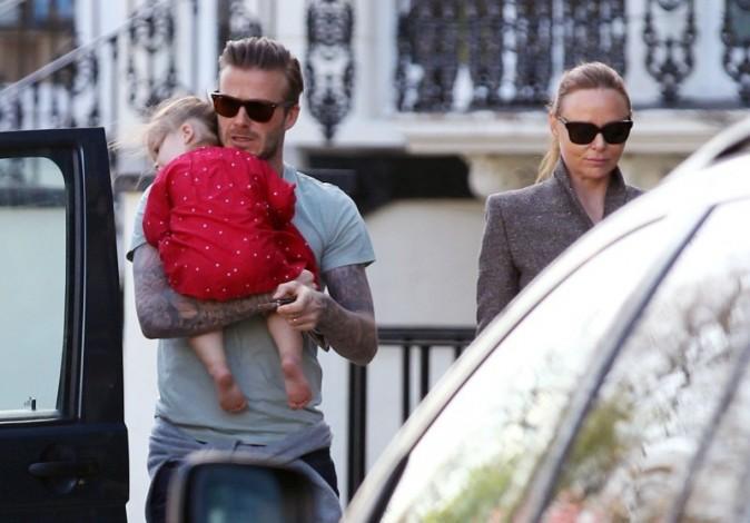 David Beckham et Harper Seven passent devant Stella McCartney le 29 avril 2013 à Londres