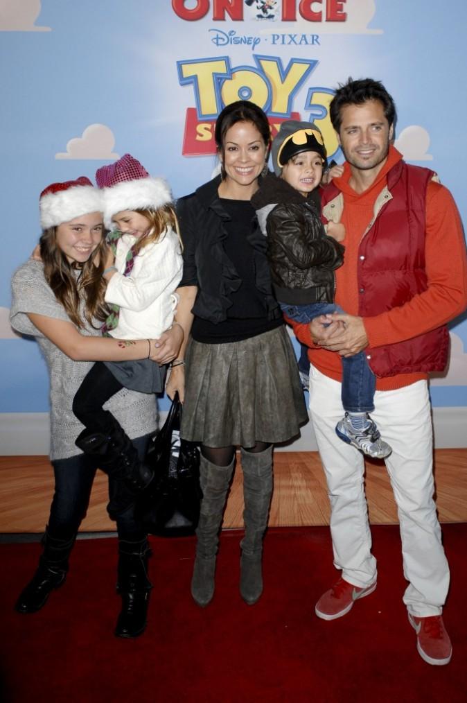 David Charvet et Brooke Burke en famille pour la première du spectacle Disney On Ice : Toy Story 3, à Los Angeles le 14 décembre 2011.