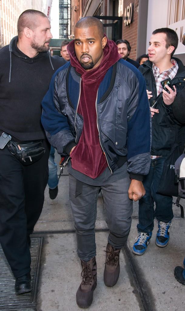 Photos : Défilé Jeremy Scott : alors que Gigi Hadid, méconnaissable, foule le podium, Kanye West et Sofia Richie s'imposent au front row !