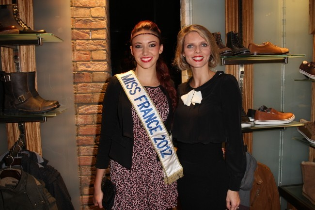 Delphine Wespiser et Sylvie Tellier lors de l'inauguration de la boutique UGG à Paris, le 18 octobre 2012.