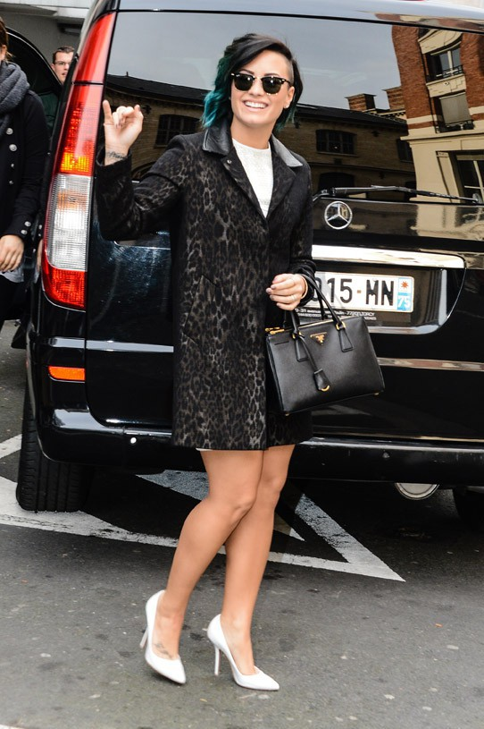 Demi Lovato à son arrivée aux studios de NRJ, à Paris, le 21 novembre 2014