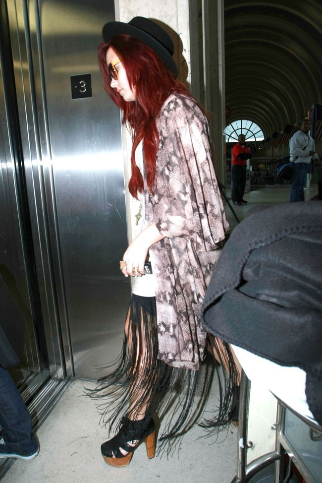 Regardez la jupe !