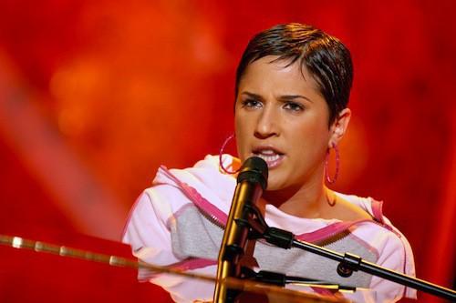 Diam's passe dans Vivement Dimanche en 2004
