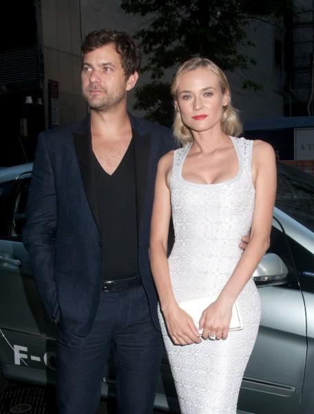 """Diane Kruger et Joshua Jackson lors de la première du film """"Les Adieux à la reine"""" à New York, le 9 juillet 2012."""