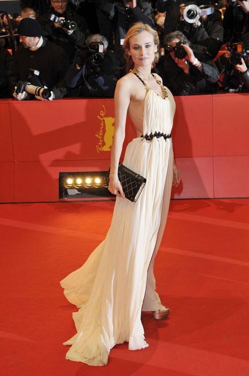 quelles chaussures avec une robe longue blanche la mode des robes de france. Black Bedroom Furniture Sets. Home Design Ideas