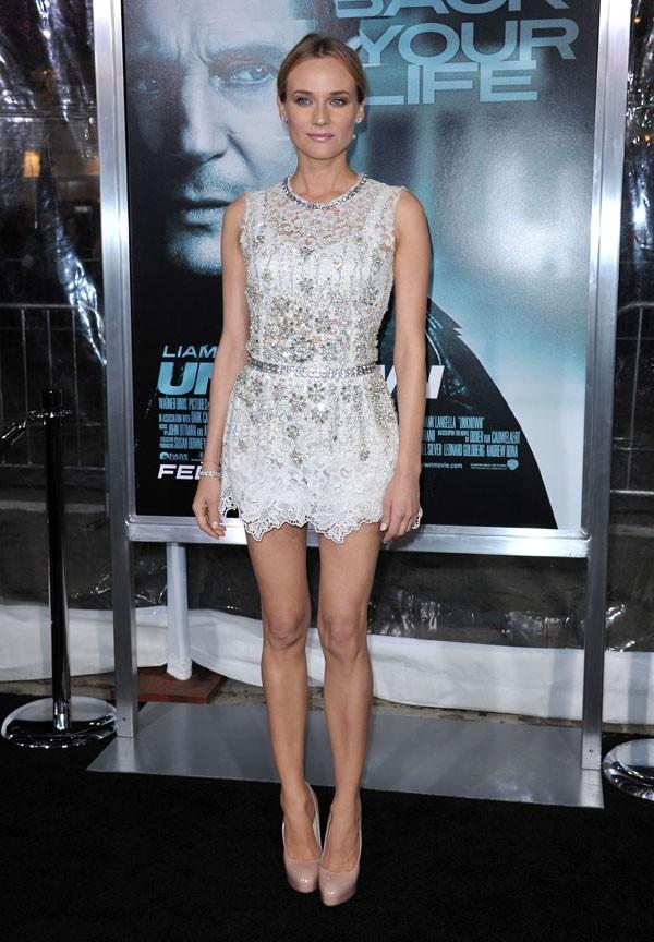 taille de guêpe, jambes parfaites...elle est sublime dans cette robe, non ?