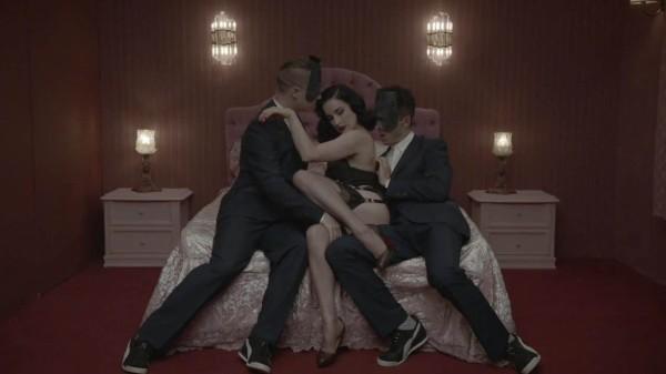 Dita Von Teese dans le dernier clip de Monarchy, Disintegration
