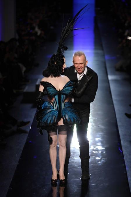 Photos : Dita von Teese : l'effeuilleuse américaine séduit les pupilles sur le catwalk de Jean-Paul Gaultier !