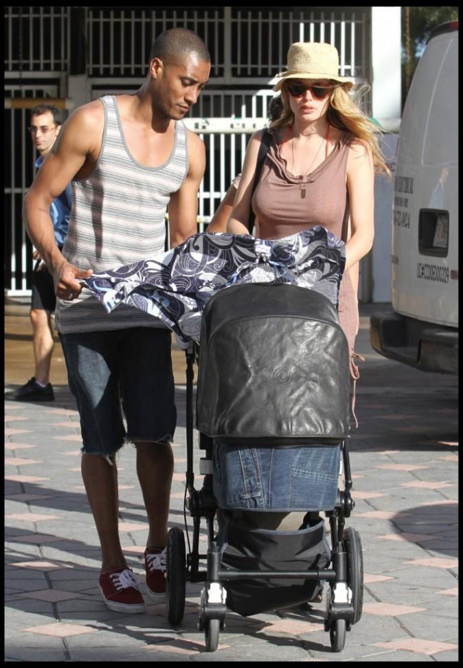 Doutzen Kroes en vacances en famille à Miami, le 24 mars 2011.