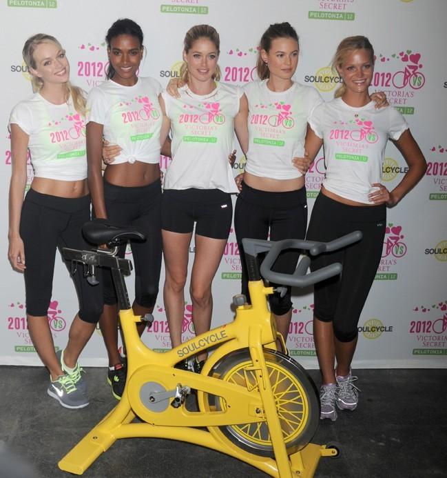 Doutzen Kroes à New-York avec ses copines Victoria's Secret le 11 juillet 2012