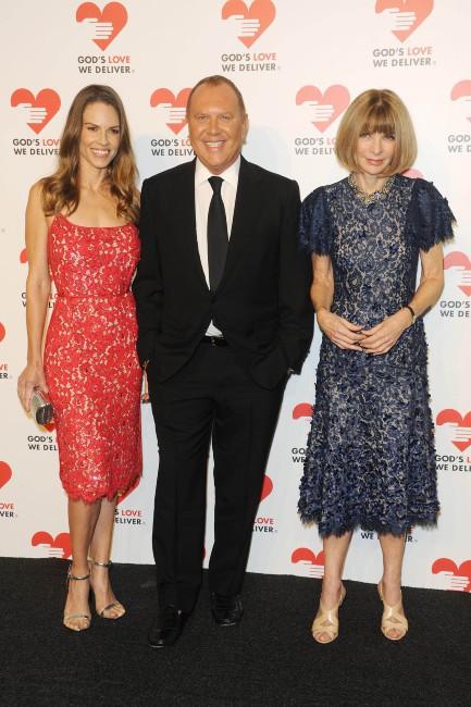 """Hilary Swank, Michael Kors et Anna Wintour lors de la soirée """"God's Love We Deliver Golden Heart Awards"""" à New York, le 16 octobre 2013."""