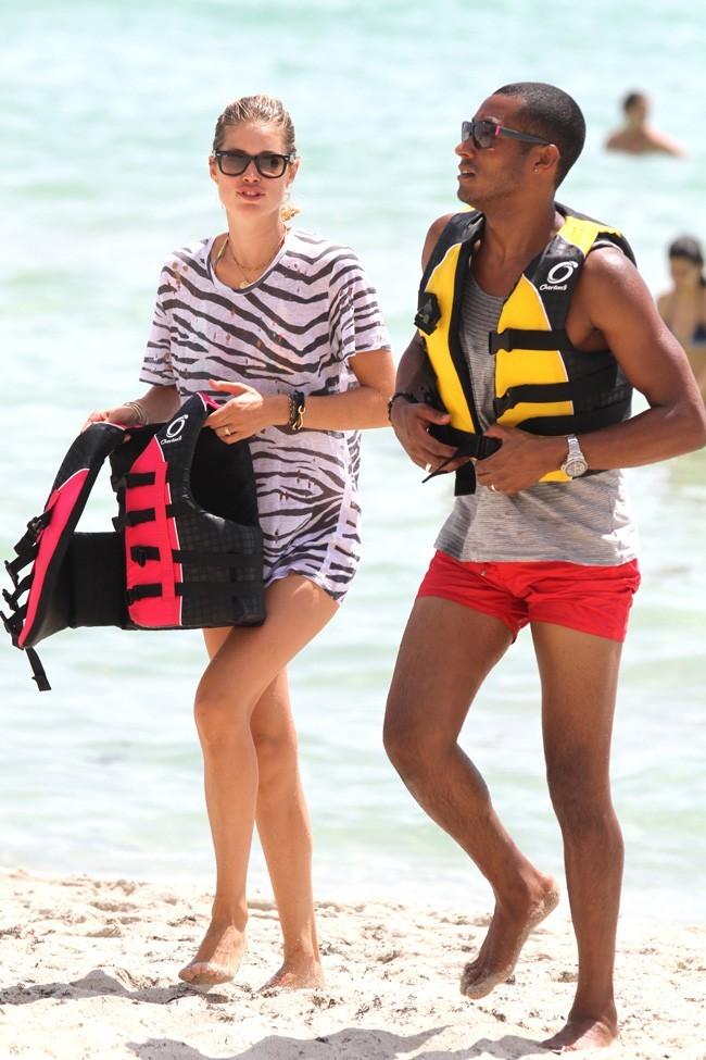 Doutzen Kroes et son mari Sunnery James le 16 août 2012 à Miami