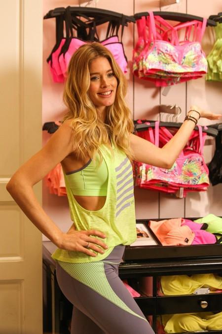Photos : Doutzen Kroes : vêtue d'un legging, de runnings et d'une brassière... personne ne porte le look sportswear mieux qu'elle !