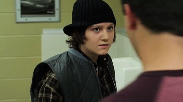 Jordan Todosey dans le rôle d'Adam