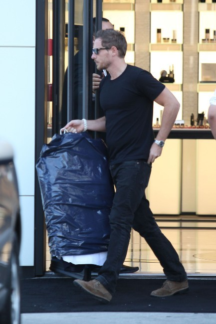 Will Kopelman sortant de la boutique Chanel à Beverly Hills, le 30 mai 2012.