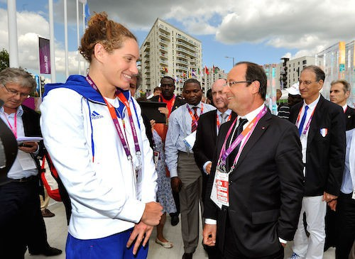 Camille Muffat félicitée par François Hollande lors des JO de Londres en 2012