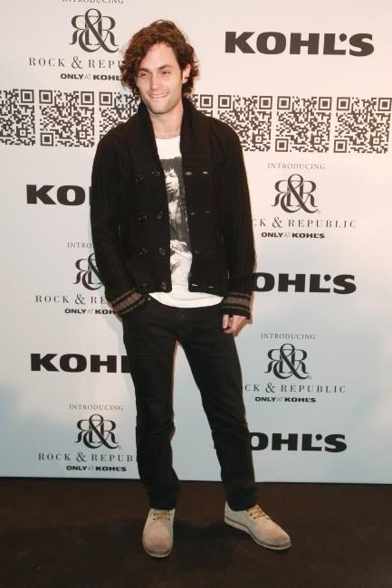 Penn Badgley lors du défilé Rock & Republic à New York, le 10 février 2012.