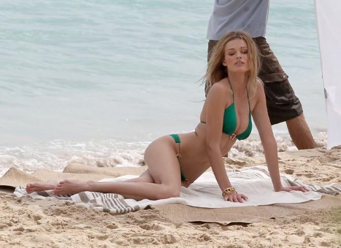 Edita Vilkeviciute en shooting pour Victoria's Secret à Saint Barth' le 17 juin 2012