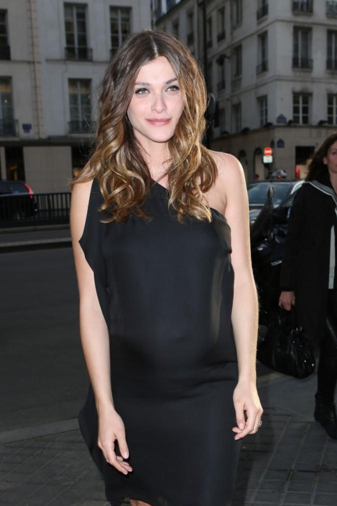 Elisa Sednaoui se rendant à la soirée Gerard Darel à Paris, le 18 avril 2013.
