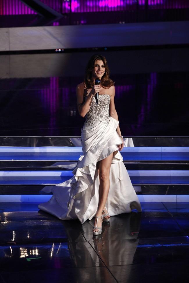 Robe de star et démarche de winneuse, elle a enfin oublié George Clooney !