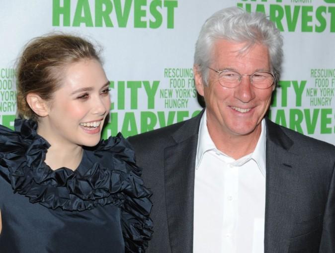 """Elizabeth Olsen et Richard Gere lors de la soirée """"An Evening of Practical Magic"""" à New York, le 13 avril 2013."""