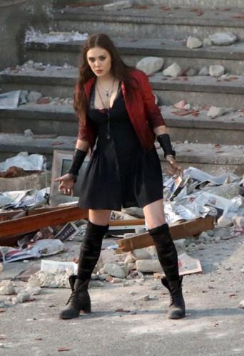 Elizabeth Olsen en Italie le 24 mars 2014