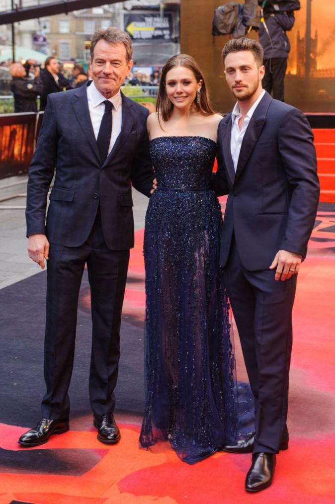 """Bryan Cranston, Elizabeth Olsen et Aaron Taylor-Johnson lors de la première du film """"Godzilla"""" à Londres, le 11 mai 2014."""